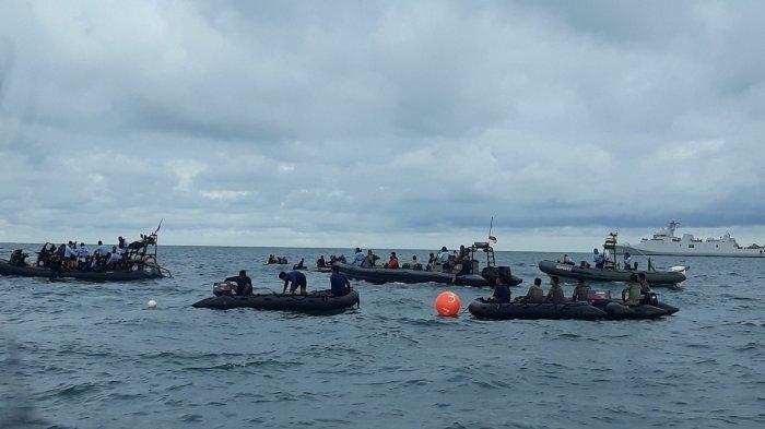 Suasana pencarian black box dan korban Pesawat Sriwijaya Air SJ 182 di Kepulauan Seribu pada Selasa (12/1/2021).