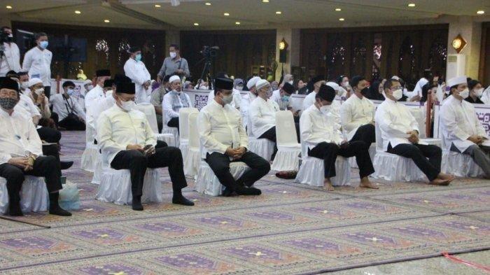 Suasana Peringatan 100 Tahun Jenderal Besar H. M. <a href='https://manado.tribunnews.com/tag/soeharto' title='Soeharto'>Soeharto</a> dilaksanakan di Masjid At Tin, Makasar, Jakarta Timur, pada <a href='https://manado.tribunnews.com/tag/selasa-862021' title='Selasa(8/6/2021)'>Selasa(8/6/2021)</a> sore.