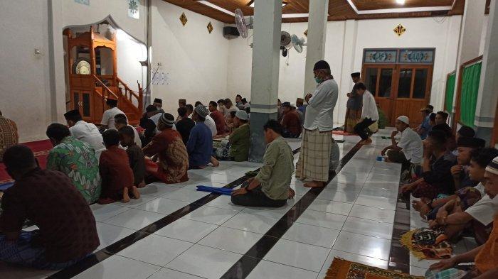 Salat Tarawih Perdana di Bolsel Berjalan Khusyuk, Warga Tolondadu Dua Antusias Sambut Ramadan