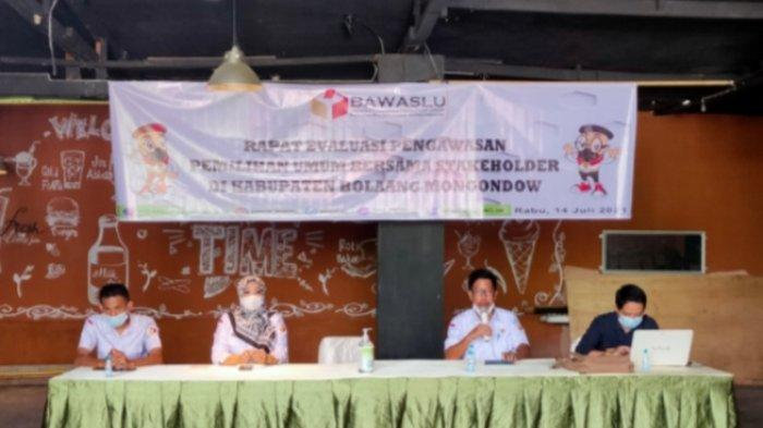Bawaslu Bolmong Gelar Rapat Evaluasi Pengawasan Pemilu, Peserta Tanya Keberadaan ASN di TPS