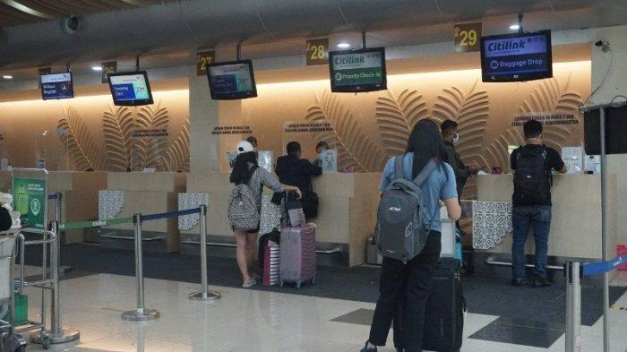 Suasana ruang pemeriksaan check in Bandara Internasional Sam Ratulangi Manado