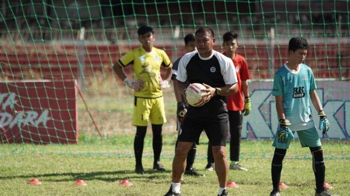 Suasana seleksi pemain Sulut United Football Academy di Stadion Klabat Manado