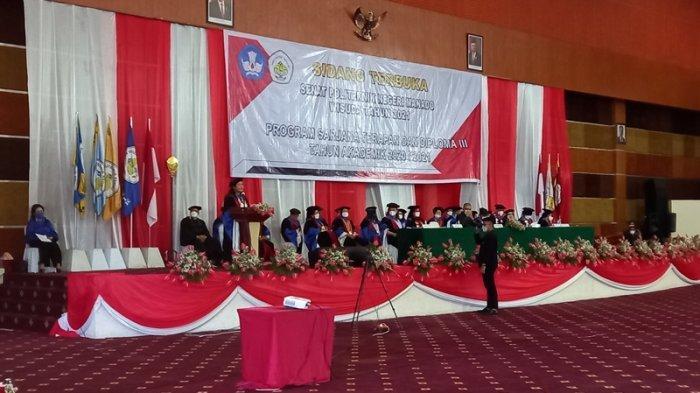 Suasana wisuda Politeknik Negeri Manado