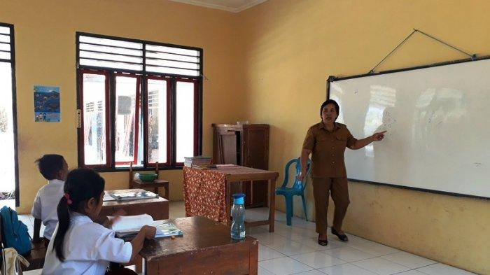 Suka Duka Guru di SD Impres Tongkaina, Lieske Mengaku Mengajar Sering Dua Siswa di Kelas