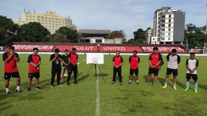 Sulut United FC membuka akademi sepakbola di Manado. Latihan perdana akan dimulai Juni 2021.