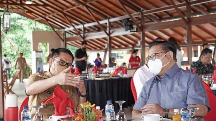 Bupati Joune Ganda dan Kevin William Lotulung Bahas Pariwisata Minut Bersama Agung Laksono