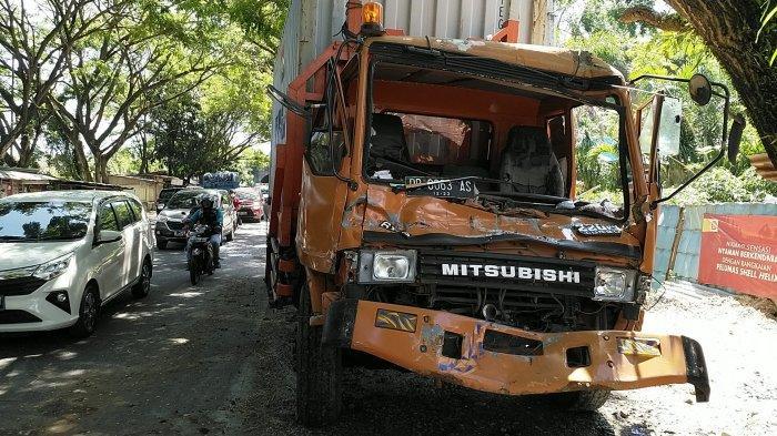 Akibat Rem Blong, Truk Tronton Bermuatan Kontainer Tabrak Empat Mobil di Ringroad Manado