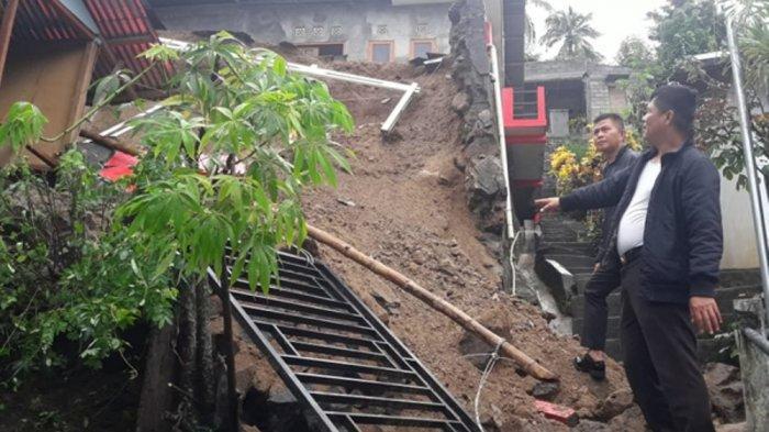 Akibat Hujan Deras, Talut di Perkamil Amblas dan Menimpa Rumah Warga