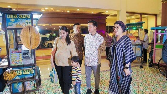Menantu Presiden Jokowi Selvi Ananda Tampil Sederhana Saat Jajan Makanan Pasar, Curi Perhatian!