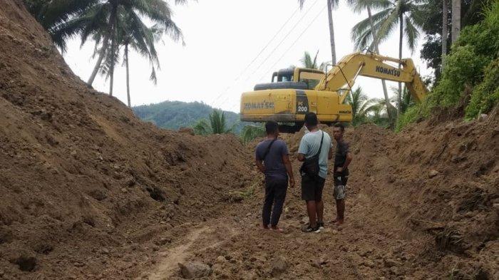 Tanah Longsor Tutupi Jalan Jiko Belanga dan Desa Matabulu Boltim
