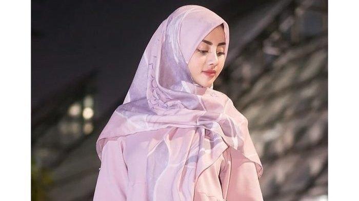 Tania Ayu Siregar mengenakan <a href='https://manado.tribunnews.com/tag/hijab' title='hijab'>hijab</a>