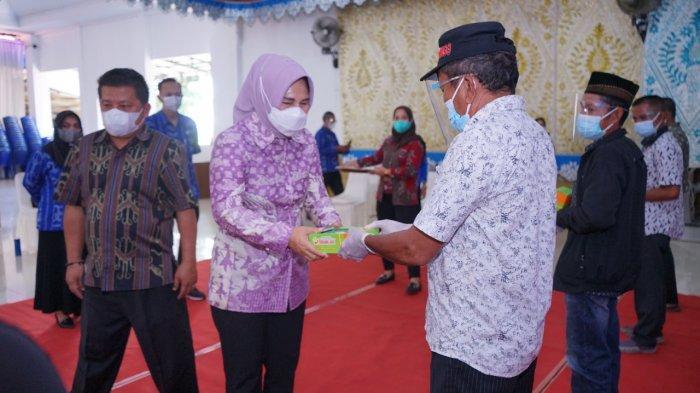 Wali Kota Kotamobagu Serahkan Bantuan Beras bagi KPM PKH - BST serta Bantuan Benih Unggul