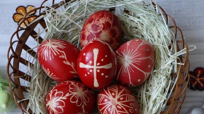 Tradisi Paskah dari Berbagai Belahan Dunia: dari Berburu dan Menggiring Telur hingga Hornazo