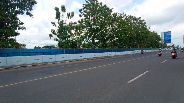 Tempat kejadian <a href='https://manado.tribunnews.com/tag/kecelakaan' title='kecelakaan'>kecelakaan</a> pria dan wanita di  Jalan Adi Soemarmo, Minggu (1/11/2020).