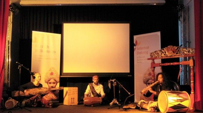 Darmasiswa: Tak hanya Kuliah, Tapi juga Mengenal Budaya Indonesia