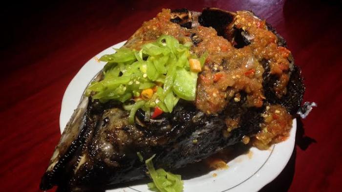 Tenda Tuna Manado, Tempat Klop Berburu Kuliner Tuna Segar di Malam Hari, Ikannya Pilih Sendiri