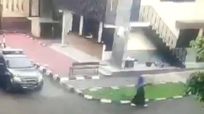 6 Fakta ZA Penyerang Mabes Polri, Tetangga Bongkar Sifatnya, 2 Tembakan Diarahkan ke Petugas di Luar