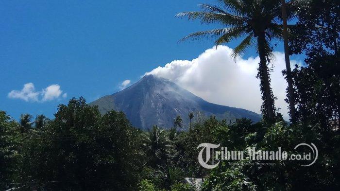 Karangetang Keluarkan Asap Kawah Setinggi 150 Meter, Masyarakat Dilarang Mendekat