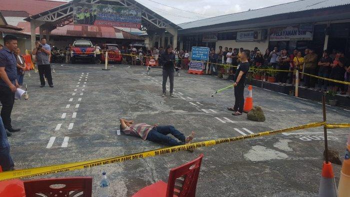 TERUNGKAPKasus Pembunuhan di Tombasian Atas, Adegan ke-15 Korban Terjatuh dan Terbentur
