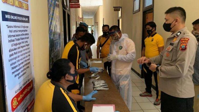 Tes narkoba secara acak kepada para personel, Jumat (16/07/2021), usai apel pagi, di Mapolres Talaud.