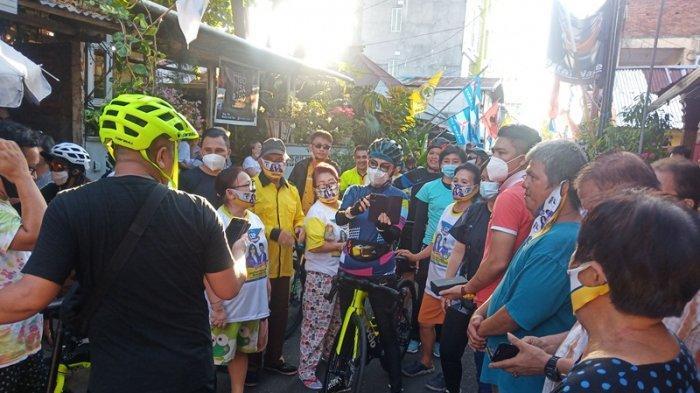 Bersepeda Keliling Manado, Tetty Paruntu 'Dicegat Emak-Emak' di Lorong Kampung Kakas