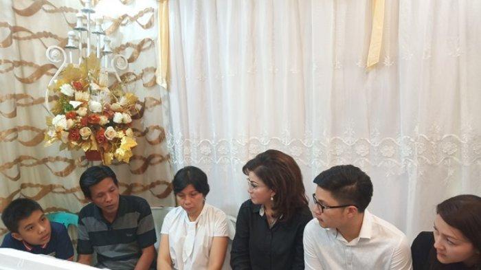 Tetty Paruntu Kunjungi Rumah Duka Walintukan-Manumpil di Mahakeret Barat
