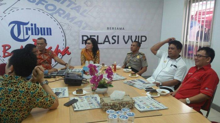 Bupati Tetty Paruntu dan Bupati Jabes Gaghana Kunjungi Tribun Manado