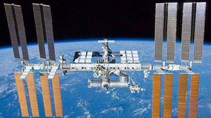 3 Astronot Terbang ke Luar Angkasa saat Wabah Corona, Keluarga Tidak Mengantar ke Tempat Peluncuran