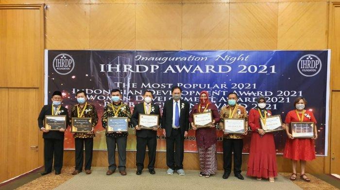 Theodorus Rumampuk Terima Penghargaan IHRDP Tahun 2021