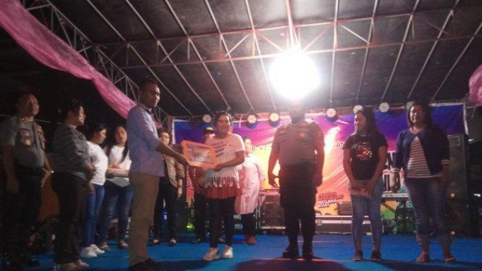Tim Cabe Merah Karalung Bawa Pulang Hadiah Juara Satu Lomba Tari Pergaulan dari KPU Sitaro
