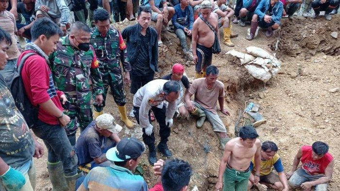 Tim Gabungan TNI Polri Berhasil Evakuasi Dua Korban Longsor di Tambang Ilegal Mitra