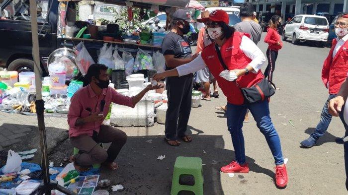 Tim Giat Donor Darah PMI Sulut Bagi-bagi Masker di Tomohon dan Minahasa