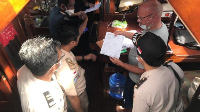 Pada hari Senin tanggal 31 Mei 2021 malam, Tim SFQR Lanal Melonguane yang terdiri dari Tim Laut, Tim Darat dan anggota Posal Talaud mengamankan kapal Yacht berbendera Denmark yang lego jangkar di perairan teluk Rainis.