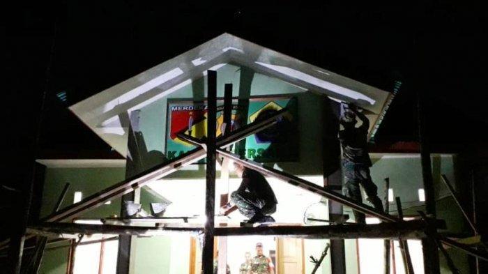 Kerja Siang dan Malam, Satgas TMMD Genjot Pembangunan Kantor Tiga Pilar Desa