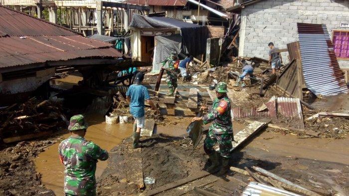 Gabungan TNI-Polri Bantu Warga Korban Banjir di Mitra