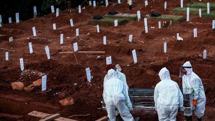 DETIK-Detik WargaRebut Jenazah Covid-19 dari Petugas Pemakaman, Peti Mati Sampai Dibongkar Paksa
