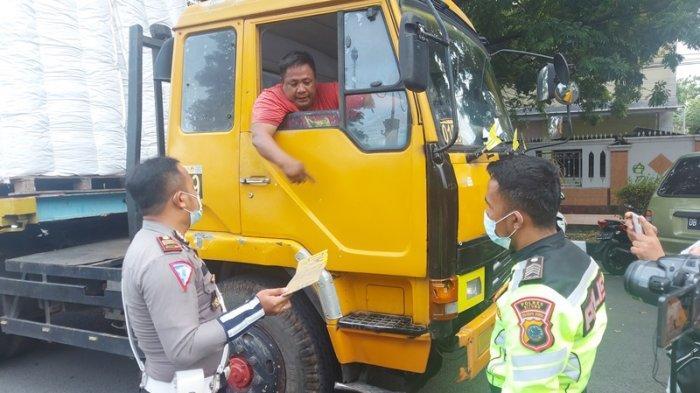 Satlantas Polres Bitung Tilang Kendaraan Over Muatan