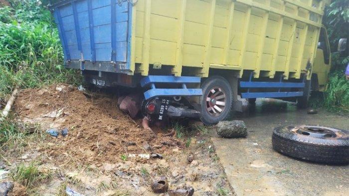 Kecelakaan Maut, Seorang Wanita Tewas di Tempat, Truk Mundur Tabrak Motor karena Tak Kuat Menanjak