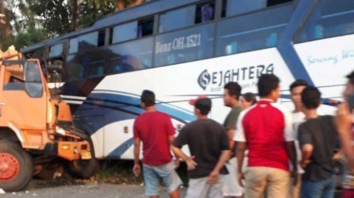 Kecelakaan Maut Pukul 12.00 WIB, Seorang Kernet Tewas, Bus Ditabrak Truk saat Sedang Perbaikan Mesin