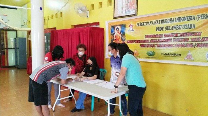 Sebanyak 250 Umat Buddha di Sulut Mendapat Bantuan Sembako Dari Permabudhi Sulut