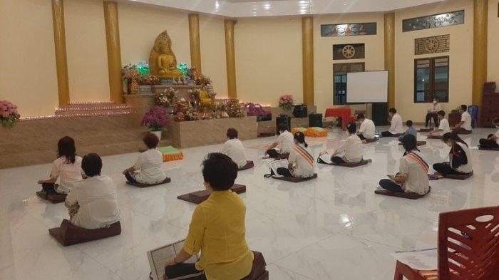 Peringatan Tri Suci Waisak di Vihara Buddhayana Tomohon Terapkan Prokes dan Berlangsung Khidmat