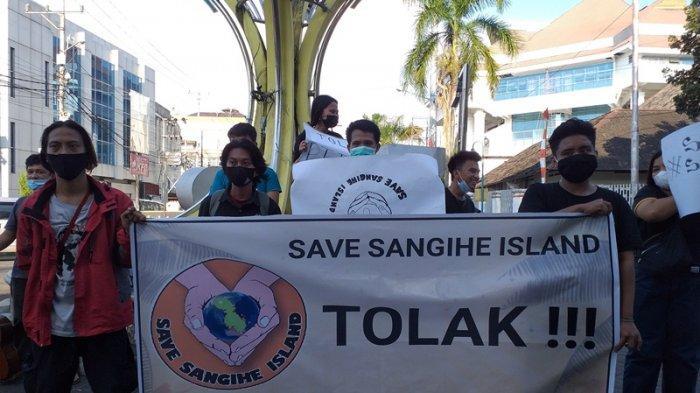 Tolak Pertambangan di Kepulauan Sangihe, Relawan Save Sangihe Unjuk Rasa di Depan Zero Point