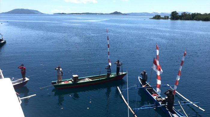 Bakamla ZMTh Ajak Nelayan di Likupang Minut Upacara Bendera dari Atas Kapal dan Perahu