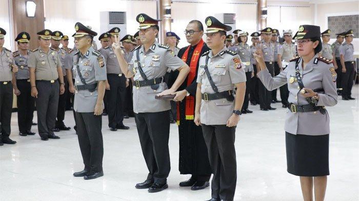 Wakapolda Brigjen Pol Drs Alex Mandalika Pimpin Sertijab Kabid Humas dan Kapolres Minut