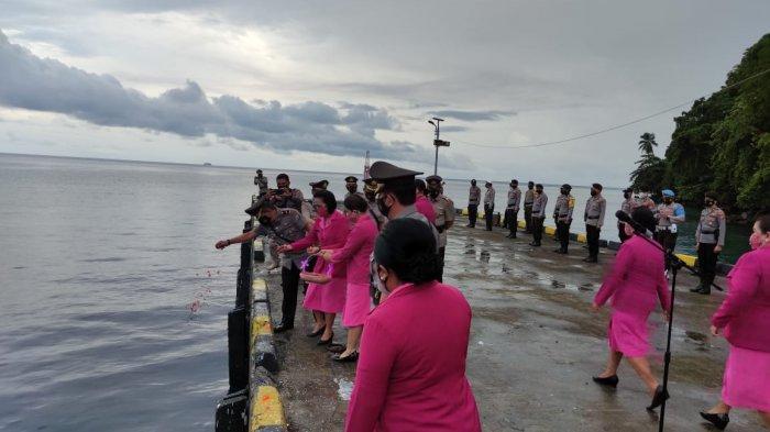Polres Kepulauan Sitaro Gelar Upacara Tabur Bunga di Pelabuhan Pehe