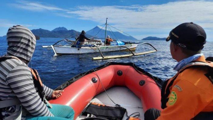 Upaya pencarian korban oleh Tim SAR Gabungan di perairan laut Siau.