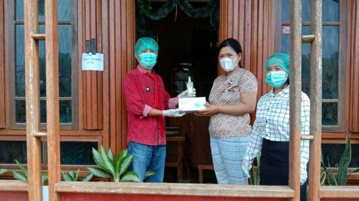 Putus Penyebaran Covid-19, Pemdes Morea Mitra Sebar Bantua Masker dan Hand Sanitizer