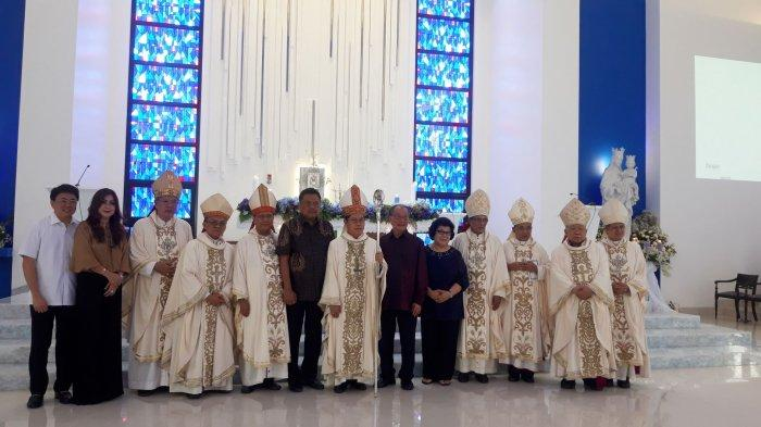 Uskup Rolly Pimpin Pemberkatan dan Peresmian Gereja Santo Nikolaus Kakaskasen