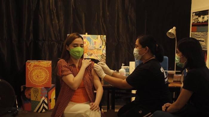 Pelaku Industri Kreatif Manado Antusias Ikut Vaksinasi