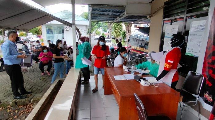 Vaksinasi COVID-19 di Gerai Vaksin Presisi Polda Sulut, Kota Manado, Kamis (22/7/2021).